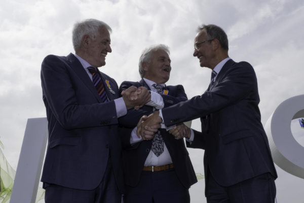 Minister Kamp opens the Westermeerwind wind farm