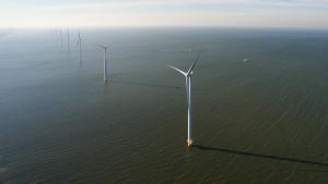 Ondertitel: De eerste 17 Siemens windturbines zijn compleet en het windpark heeft afgelopen weekend de eerste duurzame windstroom geproduceerd (@Westermeerwind)